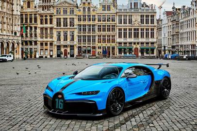 Bugatti: the Chiron Pur Sport in the European capital