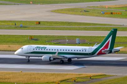Alitalia will resume direct services to New York, Spain and from Milan to southern Italy in June