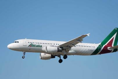 COVID-19: Alitalia passengers must wear protective breathing masks on board