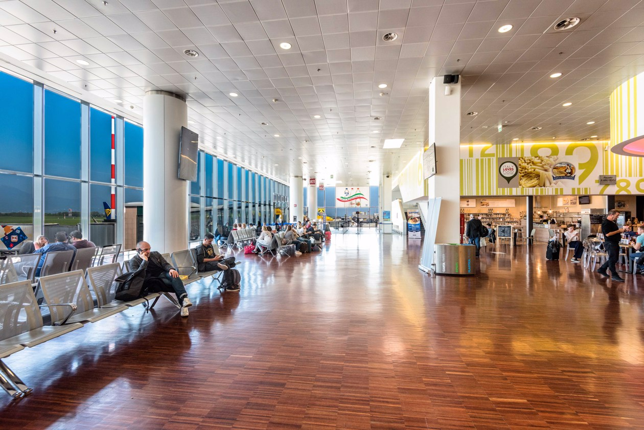 Sala Fumatori Aeroporto Barcellona : Aeroporto di milano bergamo bgy avion tourism